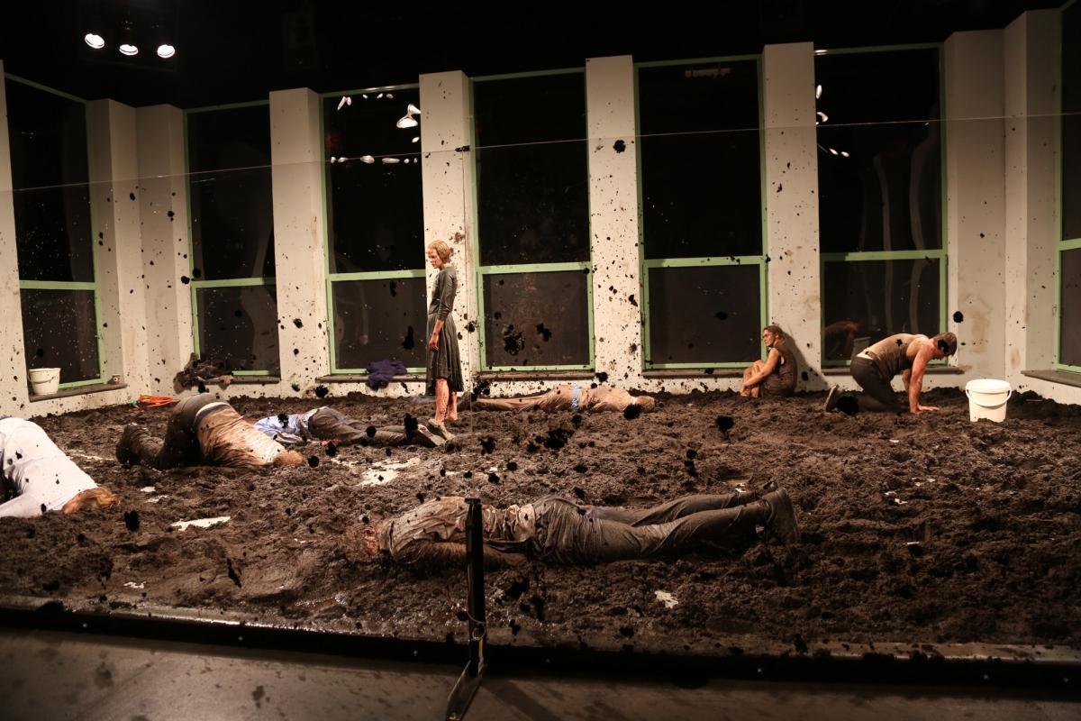 Эстонский театр. Бессмысленный и беспощадный