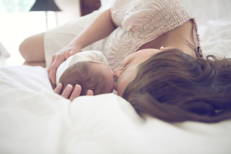 У незрячих родителей обещали отобрать новорожденную дочь