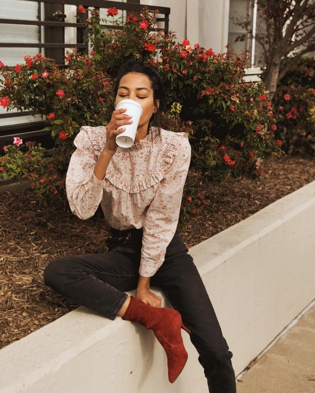 С чем носить красную обувь: стильные образы