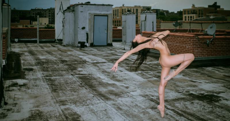 Голая правда: 11 артистов рассказывают, почему согласились танцевать обнаженными на крышах Нью-Йорка