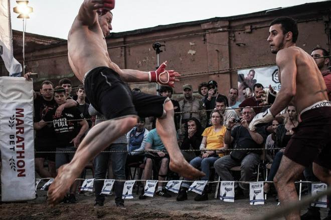 Рукопашник-профессионал вышел на бой против турникмена