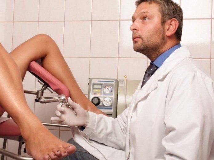 На приеме у гинеколога, врач…