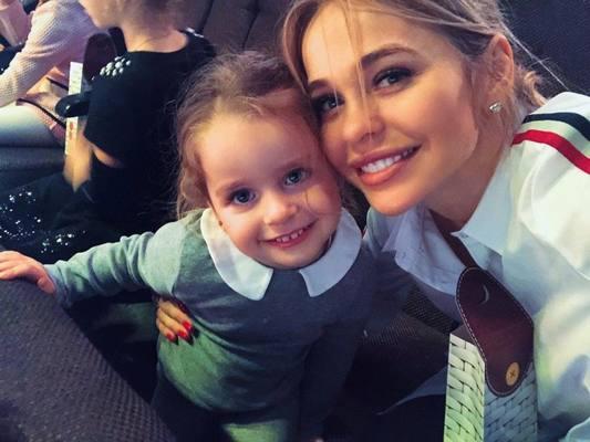 Актриса Анна Хилькевич случайно вывихнула руку дочери