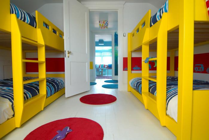 20 гениальных идей обустройства спальни с двухъярусной кроватью