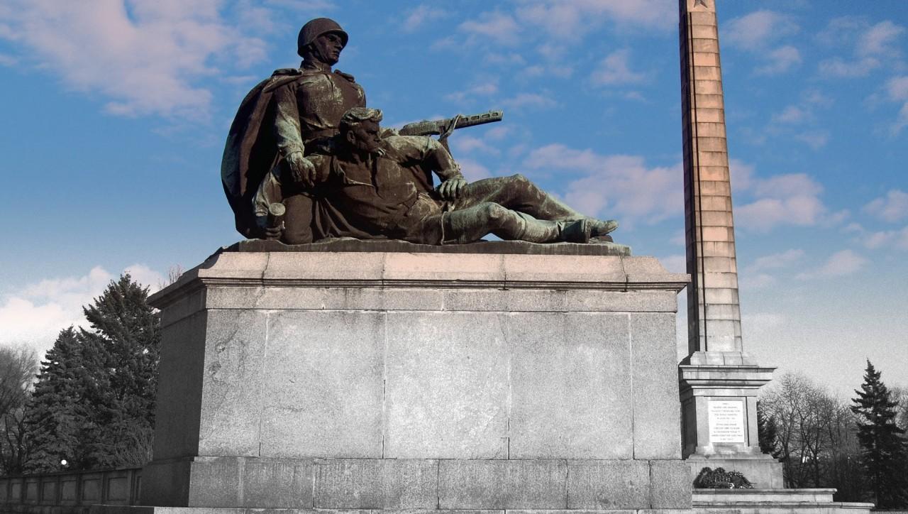 Жители польской деревеньки встали на защиту памятника советским солдатам