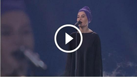 Наргиз спела песню Гурченко - «Молитва». Очень душевная, драматичная композиция, которая цепляет за живое