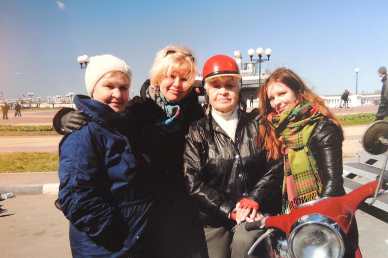 Байк-бабушка. 83-летняя пенсионерка продолжает заниматься мотоспортом