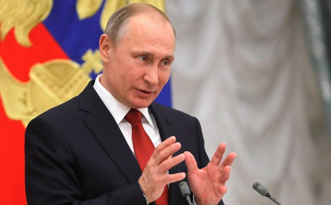 Путин наградил избитых футбо…