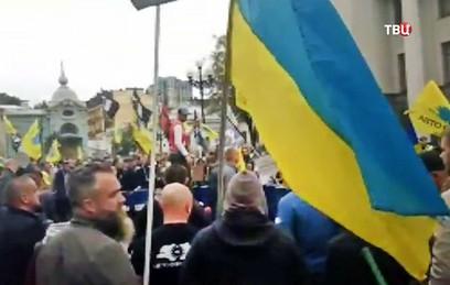 В Киеве полиция применила дымовые шашки для разгона акции автомобилистов