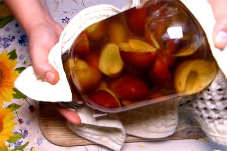 Фото к рецепту: Сливовый компот на зиму