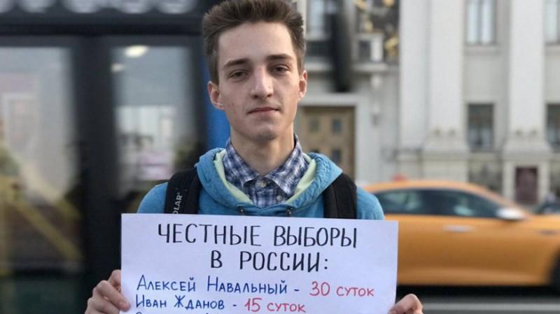 Манька-облигация и Олька-конституция — митинги вчера