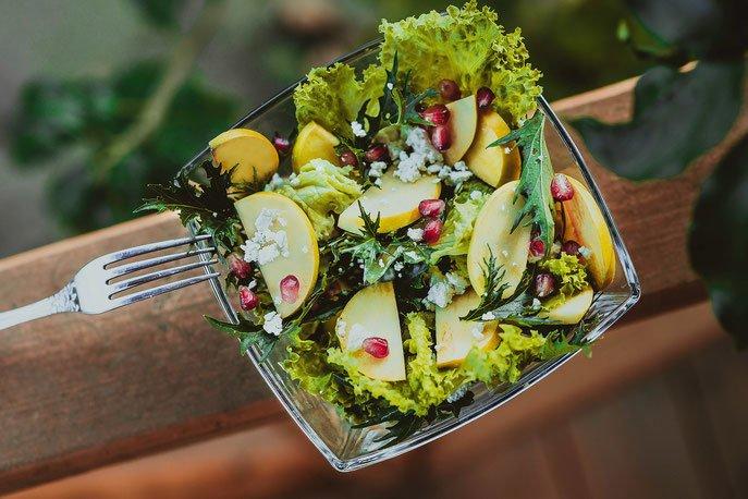 Салат с малиновым соусом