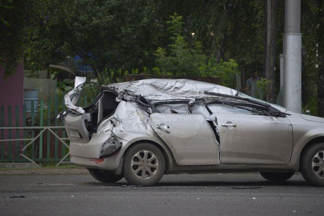 Авария дня. В Кемерово легковушка столкнулась с БТР