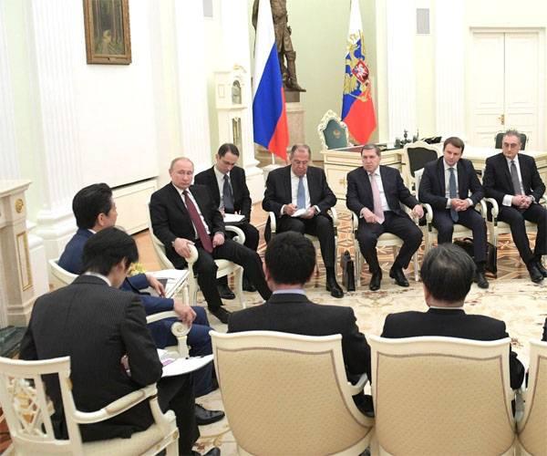 В Кремле главы государств обсуждают мирный договор России с Японией