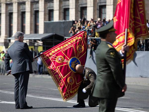 Сколько украинцев готовы взять в руки оружие. Порошенко рассказал
