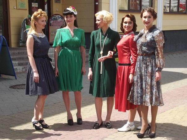 Молодые белоруски вышли на улицы в образе красоток 1940-х годов