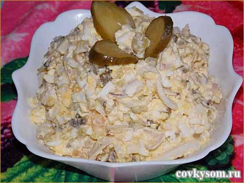 Салат с кальмарами и картошкой