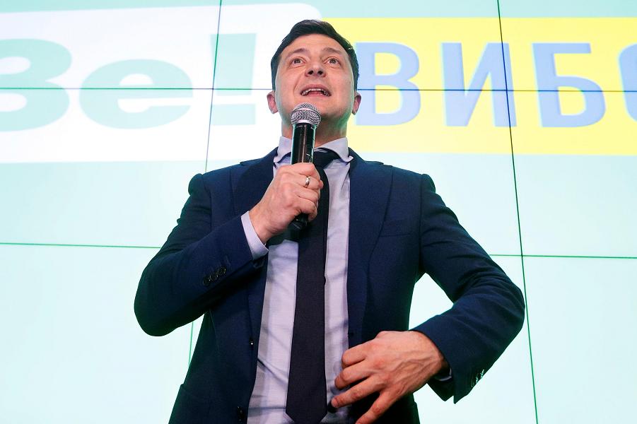 Победитель Зеленский и Кремль обменялись посланиями