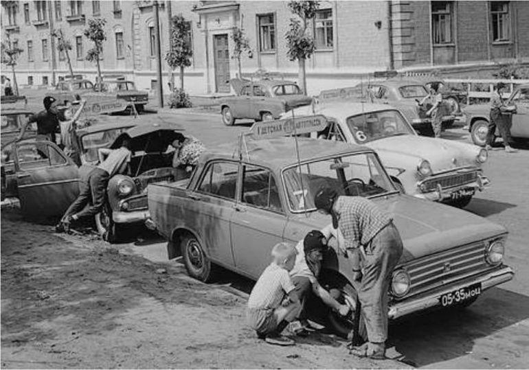 Как ремонтировали машины в СССР