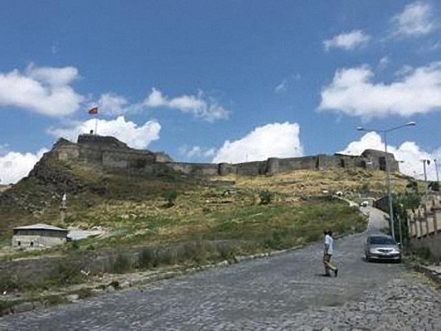 Срок Карского договора истекает через три года: долго ли флагу Турции реять над Карсом?