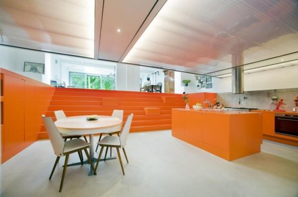 Parksite: жилой дом в пространстве бывшего гаража скорой помощи в Нидерландах