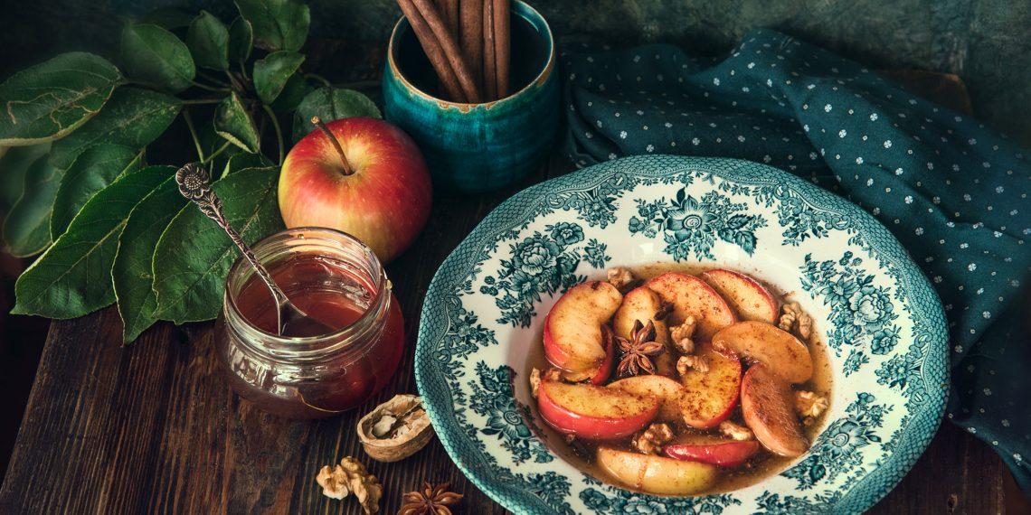 Запечённые яблоки-гармошки