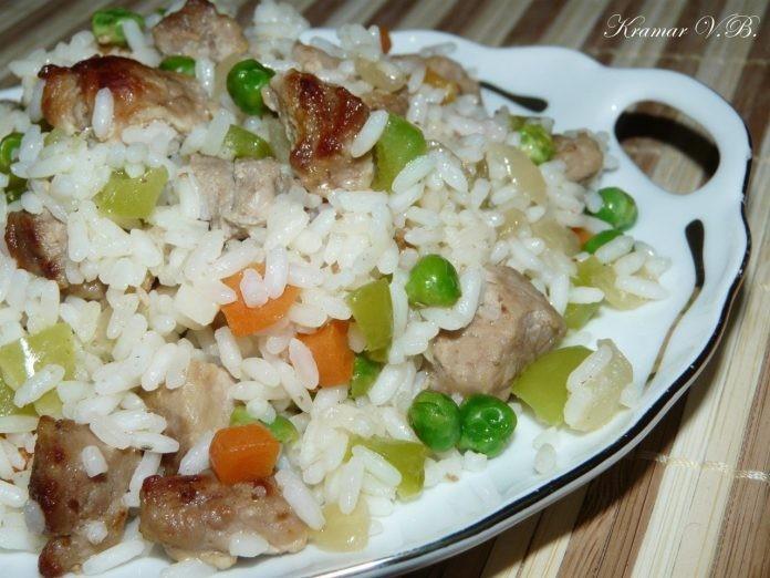 Готовь это обалденное блюдо хоть каждый день — Рис со свининой и овощами