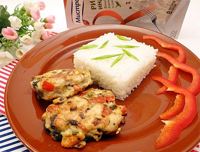 Сочные куриные котлеты с рисом «Идика» за 20 минут