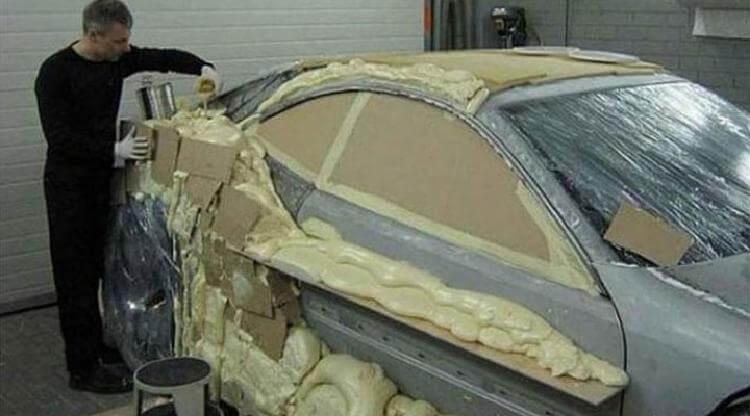 Он покрыл свою машину строит…