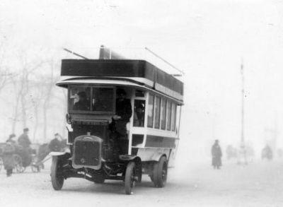 Первый автобус в Петербурге.