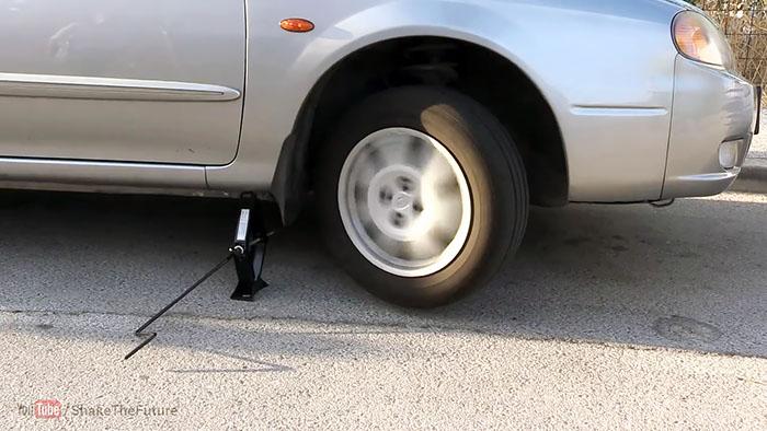 Как завести автомобиль с севшим аккумулятором