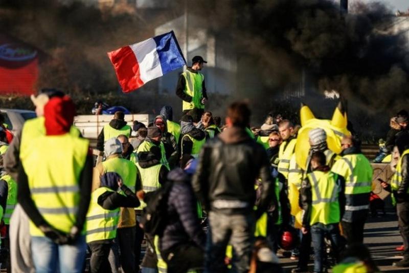 «Жёлтые жилеты» обещают снова взять Бастилию