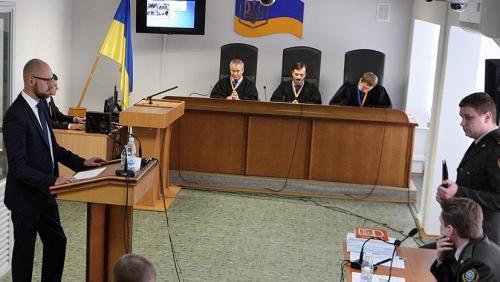 «Ничего, кроме пиара»: в чём признались на судебных слушаниях Арсений Яценюк и Арсен Аваков