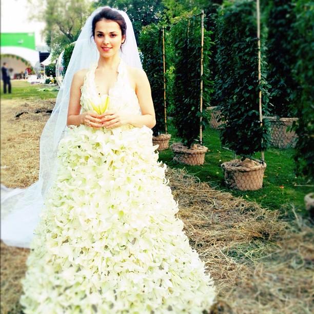 Верх нелепости и безвкусия: 7 самых провальных свадебных платьев российских звезд