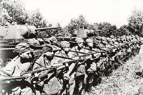 70 лет приказу «Ни шагу назад!»: Сталин ввел заградотряды, изучив опыт Троцкого и Гитлера