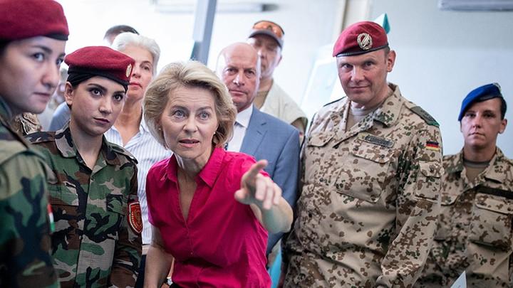 """Министра обороны Германии заподозрили в растрате военного бюджета на """"убыточные услуги"""""""
