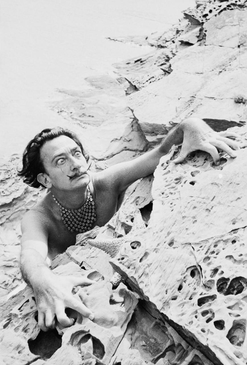 «Один день с Сальвадором Дали» – смелые фотографии, снятые на вилле художника