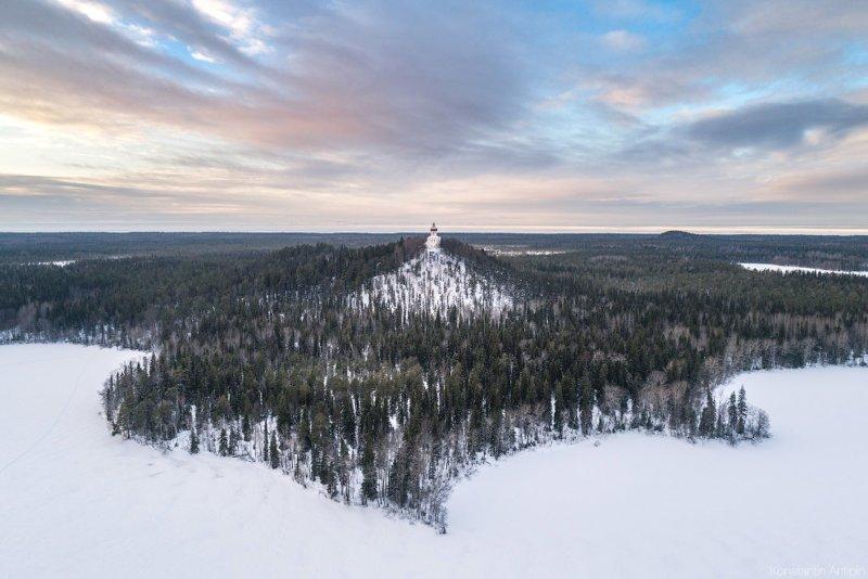 Высота горы – 73,5 метра. На вершине расположен храм-маяк. красота, природа, с высоты птичьего полета, соловки