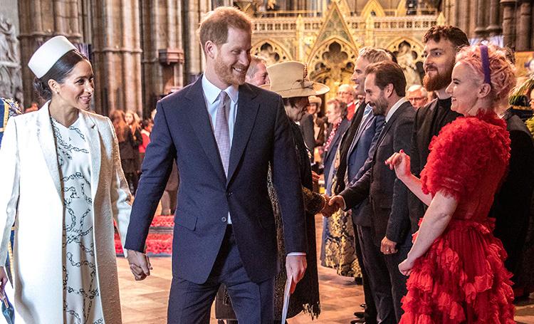 Забавная реакция принцев Уильяма и Гарри на выступления Clean Bandit и австралийского аборигена: видео