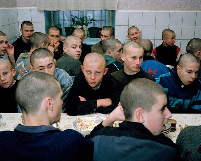 Малолетки на зоне. Как живут малолетние заключенные в сибирских колониях