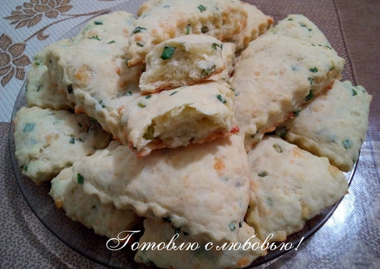 Сырные сконы с зелёным луком