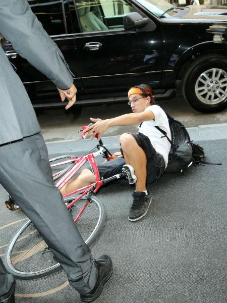 Велосипедистам: Что делать, если сбила машина?