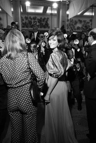 Claudia Cardinale 1972 (322x480, 56Kb)