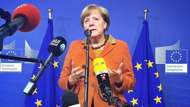 «Умная няня Меркель»: Порошенко приехал сам получить ремня