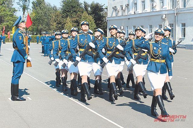 «Я хочу защищать свою страну». В Краснодаре девушек будут учить на лётчиц