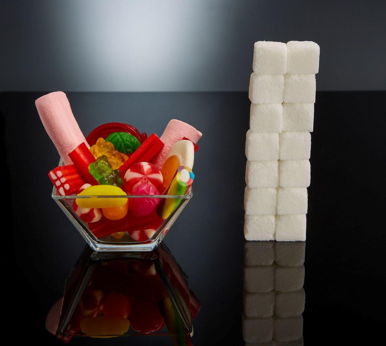Сколько кубиков сахара прячется в готовых продуктах — наглядно