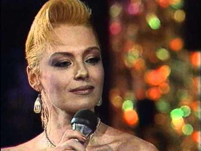Легенды 1990-х: Ирина Понаровская, или История о том, почему «Мисс Шанель Советского Союза» ушла со сцены