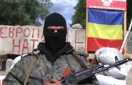 В Донецкой республике - флаги Войска Донского.