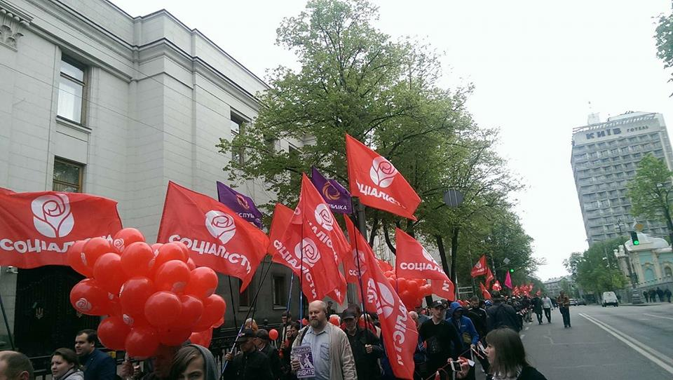 Семенченко остолбенел от обилия красных флагов в центре Киева