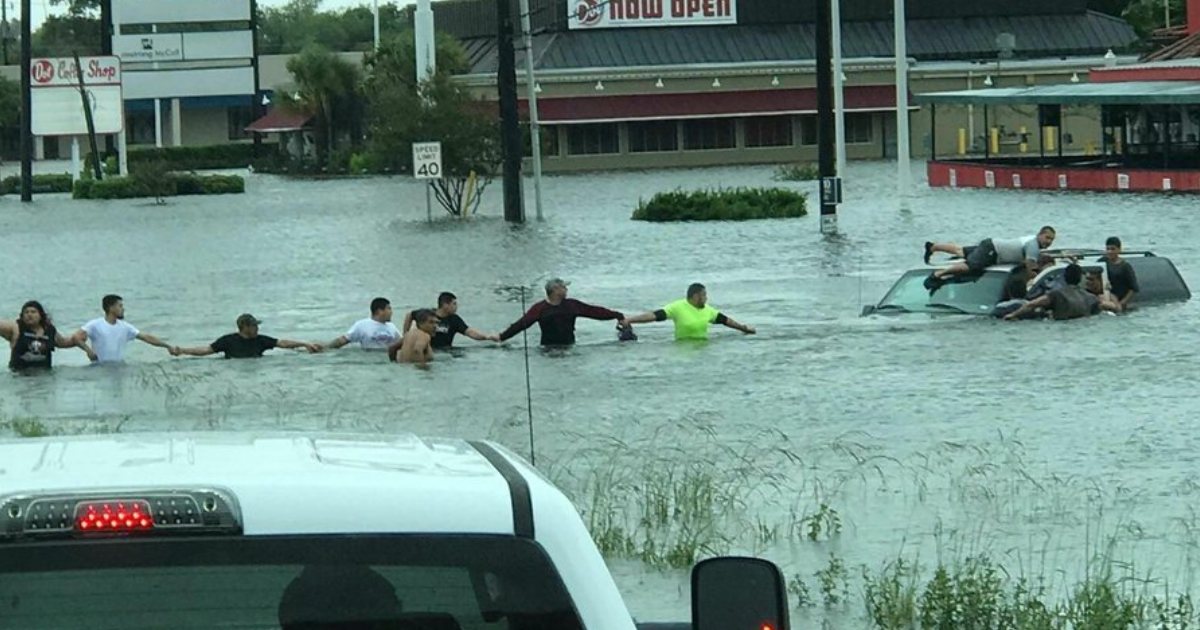 The Story Behind This Viral Pic Of Human Chain In Houston Will Restore Your Faith In Humanity
